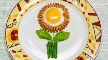 Parówkowe kwiatuszki. Zmień nudne śniadanie w coś pięknego i pysznego!