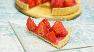 Słodka truskawkowa tarta, która stanie się hitem każdego przyjęcia