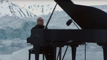 Znany muzyk usiadł przy fortepianie i zaczął grać. Nagle wydarzyło się coś niesamowitego! Do tej pory mam dreszcze!
