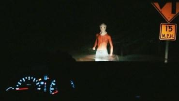 10 przerażających rzeczy, zauważonych zza szyby samochodu podczas jazdy nocą. Tego nie da się wytłumaczyć