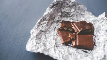 Jeśli dręczy was suchy kaszel to odstawcie syropy na bok, gdyż udowodniono, że równie skuteczna w leczeniu jest… czekolada!