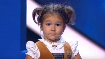 Bella Devyatkina ma zaledwie 4 lata, a już biegle mówi… 7 językami! Zobaczcie jej występ w telewizji
