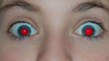 Czy zastanawialiście się kiedyś, dlaczego na zdjęciach oczy przybierają czerwoną barwę? Odpowiedź Was zaskoczy