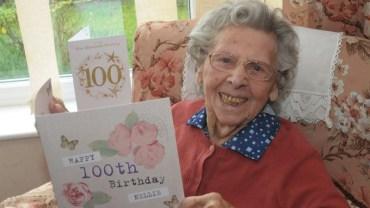 Była pewna, że nikt nie pojawi się na jej urodzinach. Gdy otworzyła drzwi swojego domu, bardzo mile się zaskoczyła