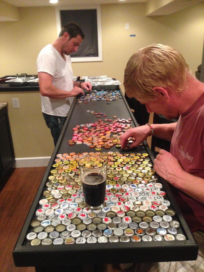 Lubicie piwo? Ten mężczyzna polubił je tak bardzo, że postanowił zmienić kuchnię w piwne sanktuarium