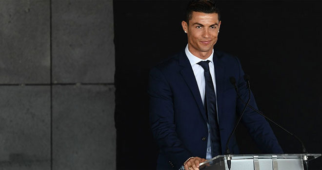 The bust of Cristiano Ronaldo, revealed in Madeira, immediately became the butt of jokes. Here are some of the best ones circulating the web 2