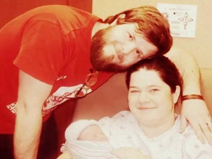 Pielęgniarka podała matce jej nowo narodzone dziecko. Gdy kobieta zajrzała mu do buzi, była przerażona!