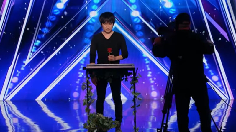 You've never seen this type of magical art in a talent show before! The camera closely follows the magician's hands, but you can't catch anything! 3