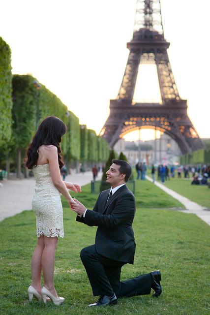 Te zaręczyny okrzyknięto najgorszymi w historii. Co prawda panna młoda przyjęła pierścionek, ale miejsce z którego musiała go wyjąć, było obrzydliwe