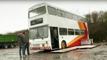 Wypatrzył na eBayu pordzewiały autobus. Kupił go i zamienił w prawdziwe cacko. Wnętrze sprawi, że padniesz na kolana!