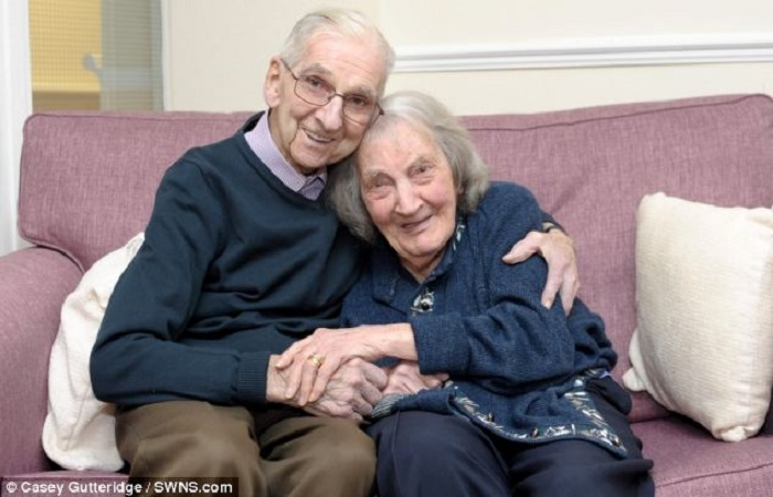 Jack kept a journal during 70 years of his marriage, and now that his wife suffers from dementia, he reads her everyday about their life story. Does it remind you of something? 4