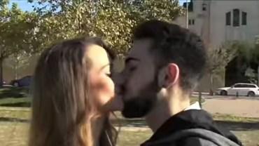 Ta całująca się para to w rzeczywistości siostra i brat. Konsekwencje ich kazirodczego związku mogą być dramatyczne!