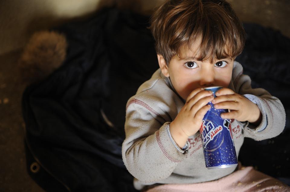 4-letni maluch trzymał się buta pijanego ojca! Gdyby policja zareagowała w porę, nie doszłoby do tej smutnej sytuacji