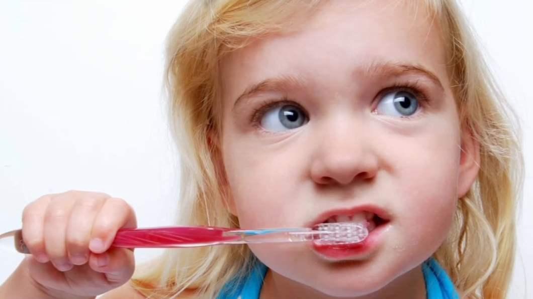 Nie mył zębów przez 20 lat!  Gdy dentyści zajrzeli do jego ust, byli przerażeni!