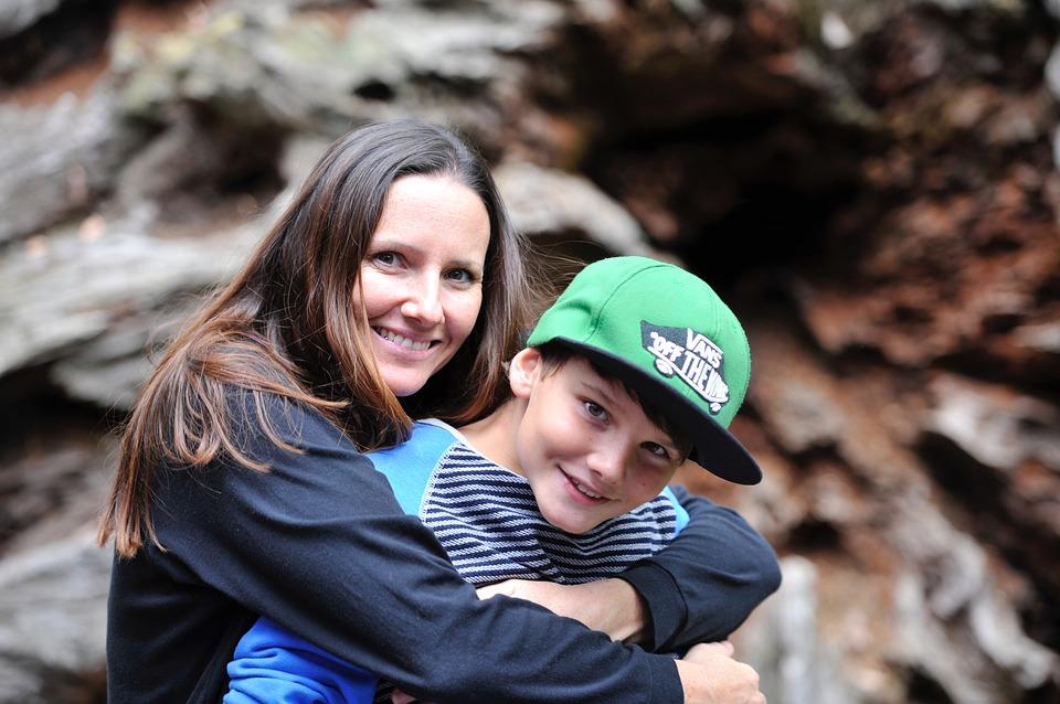 36-letnia kobieta zakochała się w najstarszym synu. Chce zostawić dla nastolatka ośmioro pozostałych dzieci!