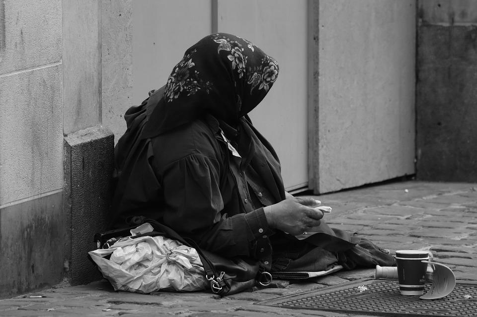 Mieszka w apartamencie wartym 3,5 mln $ i prosi o pieniądze na ulicy! To prawdopodobnie najbogatszy żebrak na świecie