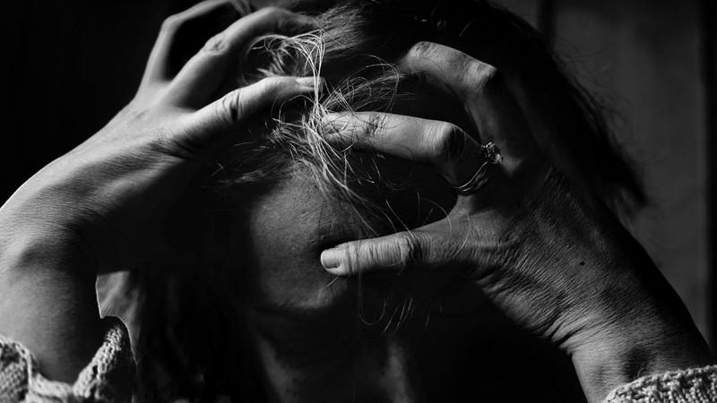 13 godzin pracowała, by rozczesać nastolatce koszmarnie zlepione włosy. Kiedy poznała jej historię - nie żałowała ani minuty