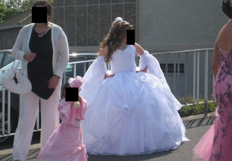 Because of her inadequate attire, she could not join the holy communion! Do you think the priest was right? 2