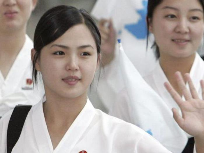 Who is the beautiful wife of Kim Jong Un? The Korean first lady has a lot of secrets. Discover some of them! 4