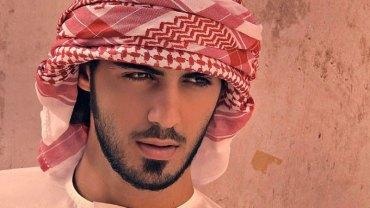Władze Arabii Saudyjskiej uznały go za nieprzyzwoicie atrakcyjnego mężczyznę i wyrzuciły z kraju! Czy faktycznie jest tak nieziemsko przystojny?
