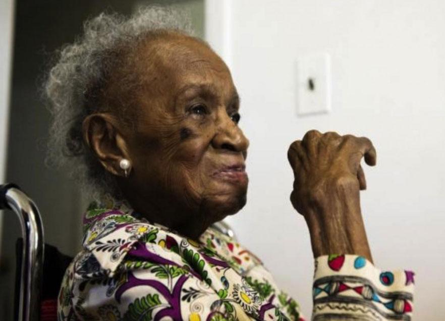 Ta kobieta skończyła 110 lat i czuje się świetnie. Pytana o sekret swej długowieczności, bez wahania odpowiada: alkohol!
