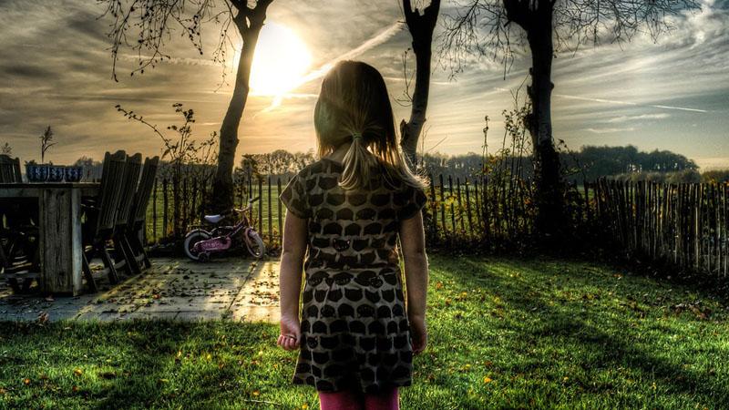 Kiedy dowiedziała się, że jest adoptowana chciała poznać biologicznych rodziców. Nie sądziła, że jej historia jest tak burzliwa i zawikłana politycznie