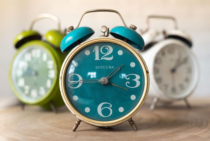 Ustawiacie po kilka alarmów w telefonie jako poranne budzenie? Uważajcie, bo naukowcy dowodzą, że to szkodliwy nawyk dla ciała i umysłu