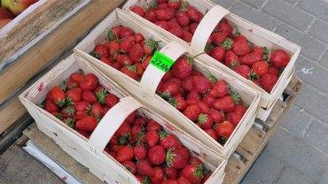 Kochasz truskawki? Lepiej się zastanów, czy wato jeść owoce naszpikowane chemią i pestycydami, które wchłania organizm