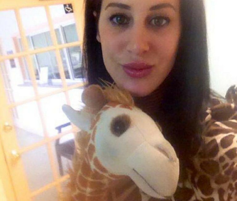 Chciała mieć szyję jak żyrafa! Posunęła się do naprawdę głupiej rzeczy...