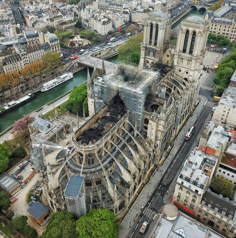 Oto dziwne i zachwycające projekty odbudowy katedry Notre Dame! Jak myślicie, który wygra?