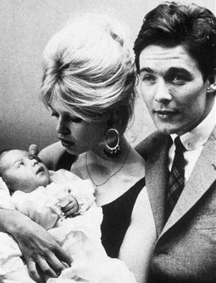 """""""Wolałabym urodzić szczeniaka niż dziecko"""".  Brigitte Bardot porzuciła swojego jedynego syna, gdy był niemowlęciem"""