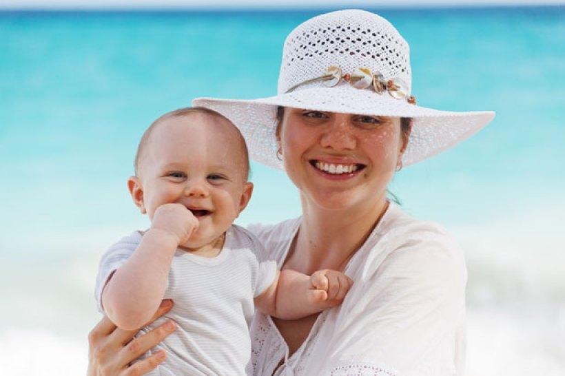 Matka zakopała zużytą pieluchę na plaży, a brudne dziecko umyła w morzu! Plaża musiała zostać zamknięta