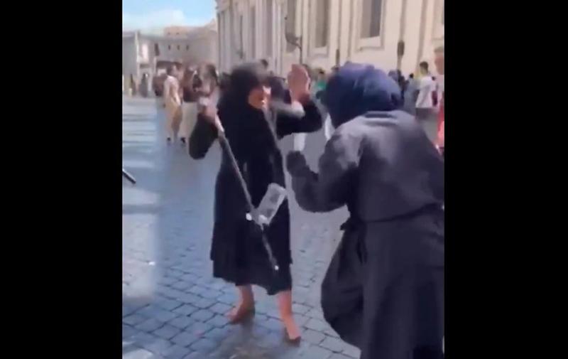 Fałszywe żebraczki pobiły się na Watykanie. Z wrażenia wypadły im garby