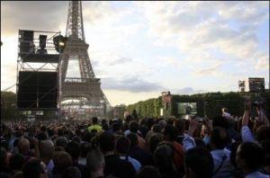 La foule de 800 000 personnes venues voir Johnny Hallyday au Champ de Mars