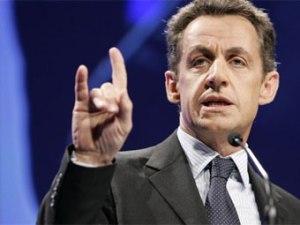 cornes sarkozy 300x225 - Sarkozy dit non à la hausse de TVA sur la télévision