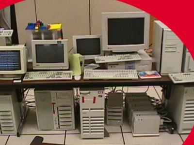 Serveur de stockage de Google tout en Lego dans une salle de travail