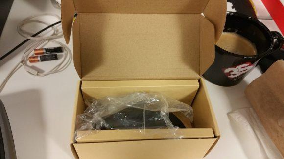 Intérieur de l'emballage de la souris ergonomique verticale sans fil Aukey