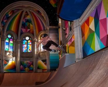 Figure en skateboard électrique