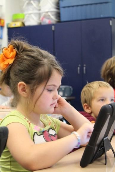 L'utilisation des smartphones doit être encadré par le règlement intérieur et réservé à des fins pédagogiques.