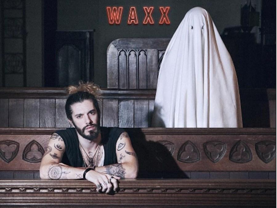 Waxx – Hotel Room