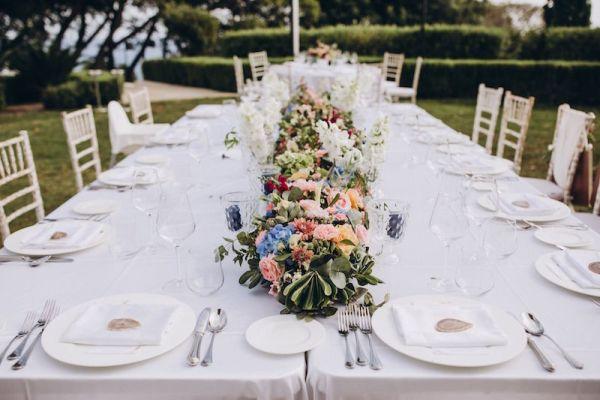 coureur-floral-pour-mariage-en-plein air