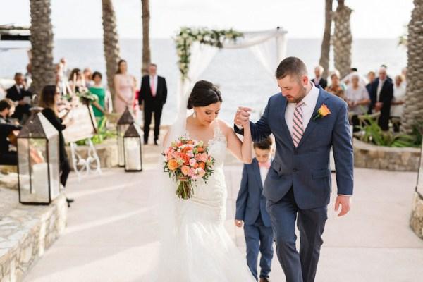 mariée et le marié los cabos cérémonie de mariage au bord de l'océan