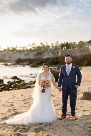 mariée et le marié de mariage de plage