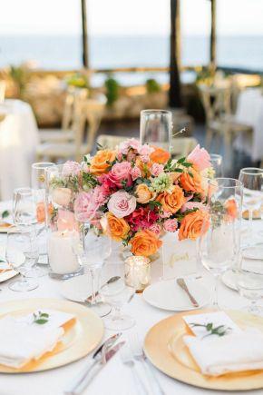 mariage de destination à los cabos centre de table rose orange