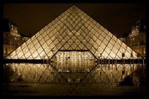 THE LOUVRE IS BEAUTIFUL. MAKE SURE YOU GO WHEN IT IS OPEN!