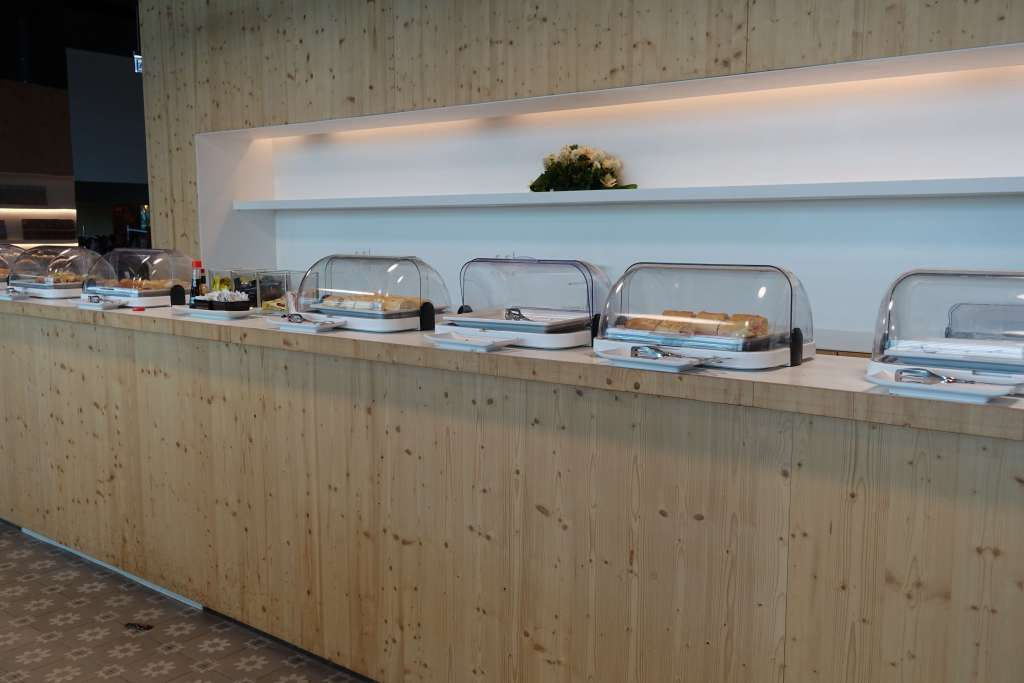 Clear chafing dishes with food