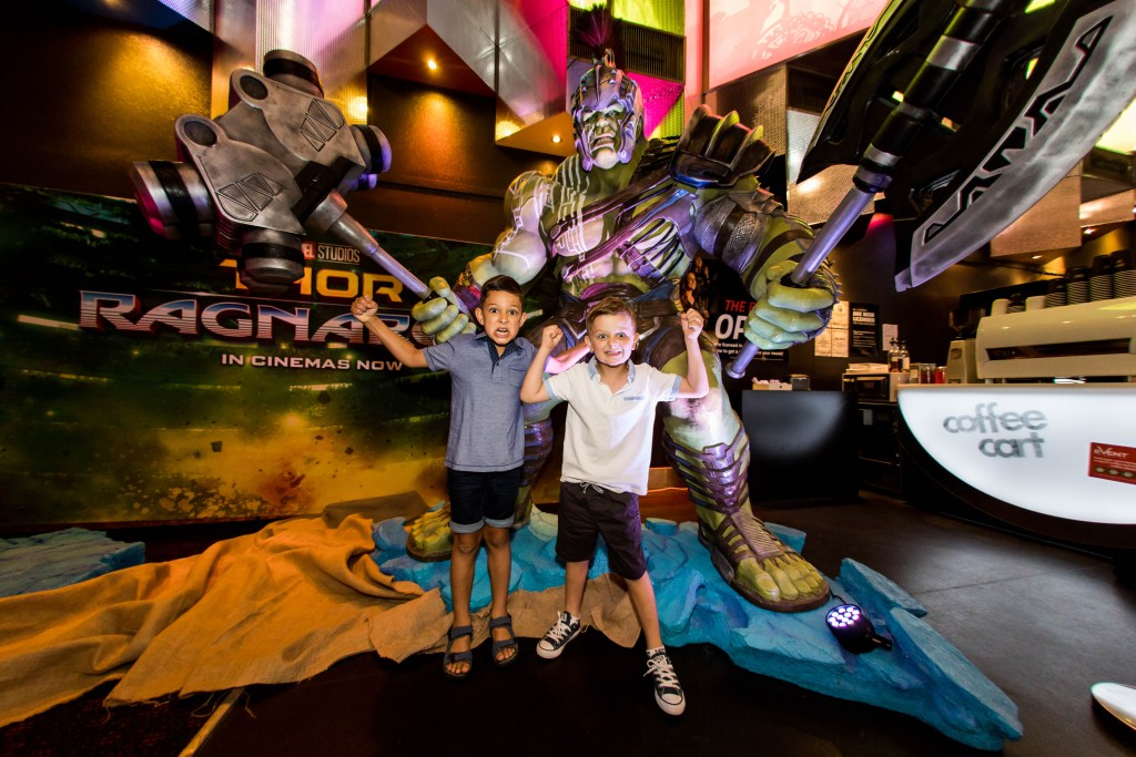 Brisbane! Get your photo taken with Thor and Hulk