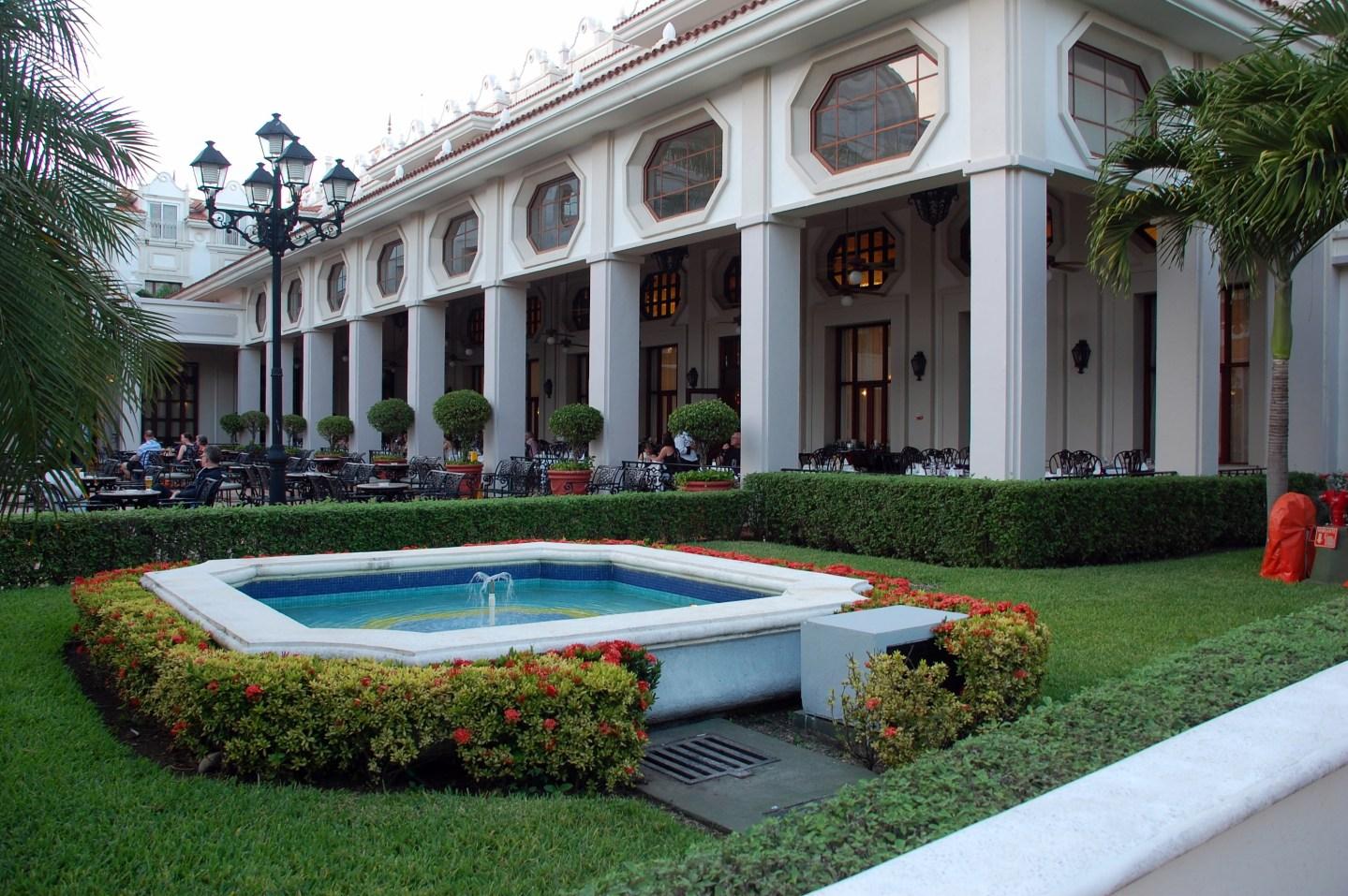 Hotel Review: RIU Palace Riviera Maya