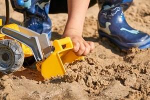 Der Aufbau und das Zubehör zu den Sandkasten