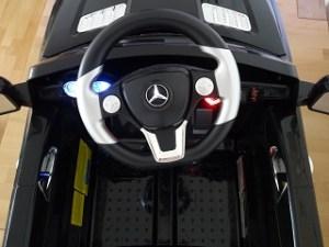 Ausstattung des Kinder Elektroautos Mercedes SUV ML 350 im Test